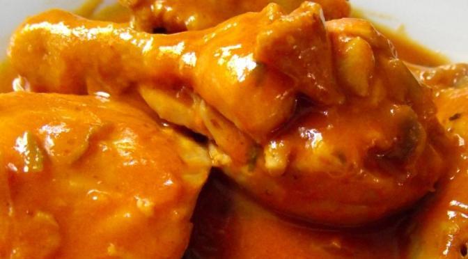 Pollo guisado dominicano